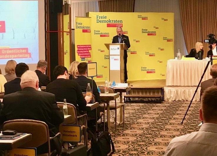 FDP-Landesvorsitzender Axel Graf Bülow wurde für zwei Jahre im Amt bestätigt.